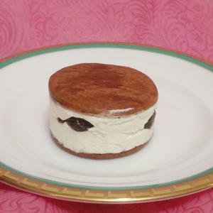 バタービスケットサンド と ショコラチーズケーキ【ファミリーマート】@sweets29