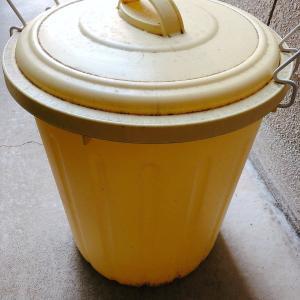 汚れたゴミ箱を洗いました!