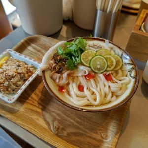 Udon Kyutaro (ウドン キュータロー)9月限定:『Typhoon』 、うどん出汁で炊いた炊き込みご飯 去年9月の記念すべき第1回月限定『アジアのやつ』が 『Typhoon』に変えてリターンです!