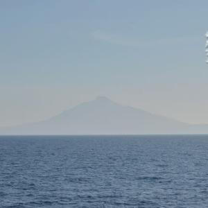 海霧晴れる優美末広利尻富士