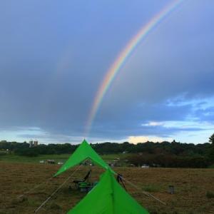 ソロキャンプ・タープから虹が出た