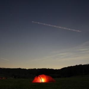 ソロキャンプ・ヒルバーグナロ2GT・夜に輝く