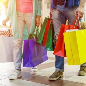 ショッピングモールデートに最適な服装って?注意点についてもご紹介!