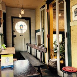 カフェ巡り・お花屋さんの中にある素敵な場所、プティカフェトロン