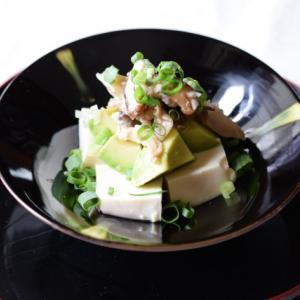 おつまみ、おかずに使える!きのこ塩麹マリネ、アボカドとお豆腐の一品。