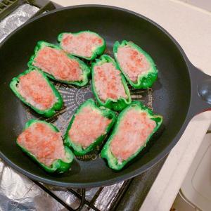 #おうちごはん #ピーマンの肉詰め #今天的晚餐 #晚饭 #海老サラダ #夕飯 #晩ご飯
