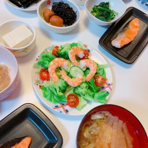 #和食 #おうち時間 #海老サラダ #小松菜 #さけ #切り身ちゃん #鮭 #納豆
