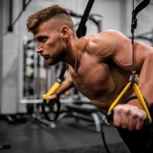 腕を効果的に鍛えるおすすめのトレーニング【自重編】【ダンベル編】