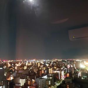 空に名月、深夜に粋な呼び鈴が鳴った!