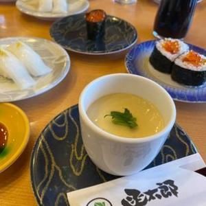 津軽海峡を見ながら、函太郎の寿司をパクつく