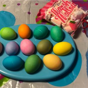 イースターエッグを見守る - Watching Easter Eggs