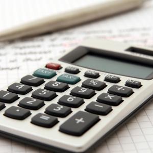 スマホ代や電気代などの「固定費」節約法。