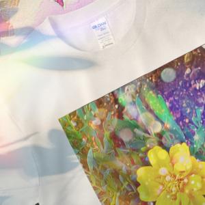 a-542 花 迸る光 Flowering light Tシャツ