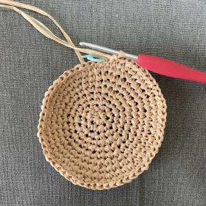 クラウンのトップ部分を編む/立ち上がりのくさり目がない編み方のメリット・デメリット/エコアンダリヤをはじめて使ってみた感想など【シンプルな帽子・その2】