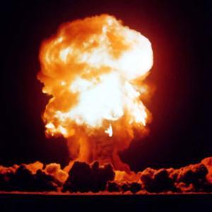 人類史上最速の物体は「核実験でふっ飛ばされたマンホールのフタ」