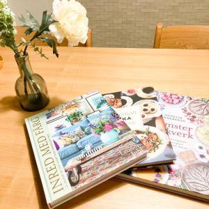 無印良品・壁に付けられる家具でお気に入りの本をシンプルに飾る