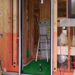 木工事 10 玄関ドア と 窓が付いた!