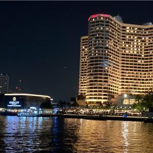 孔雀がプールサイドにいるリバーサイドホテル【Royal Orchid Sheraton Hotel & Towers】バンコクステイケーション記(2)