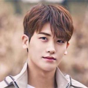 韓国男性アイドルや俳優が必ず受ける施術とは?
