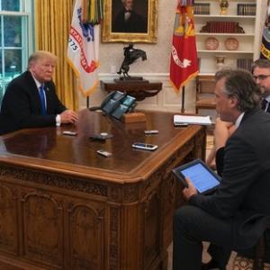 【悲報】バイデン大統領、トランプが設置した「ダイエットコーク呼び出しボタン」を撤去してしまう