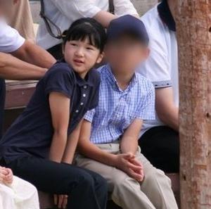 愛子さまがインスタグラムで重大発表 「特別な男性から4℃のシルバーネックレスを献上された」
