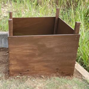 庭の雑草を堆肥に!合板でコンポストを自作してみた