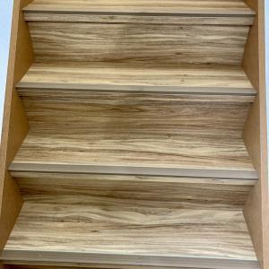 【フロアタイルのりつけ編】フロアタイル階段の貼り方、リフォームしたらこんなに綺麗になりました