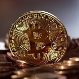 ビットコインは今後暴落する?長期的に買い?最新ニュース+私の考察