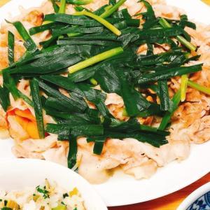 フライパンにのせて蒸すだけ。超簡単もやしたっぷり豚肉のせ温野菜レシピ。
