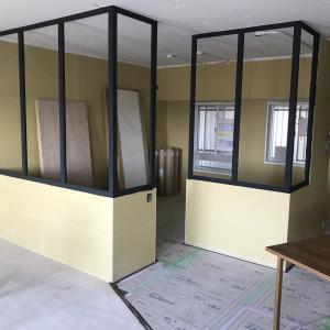 [2021年実録]中古マンションフルリノベ 59日目|室内窓の木枠は黒!