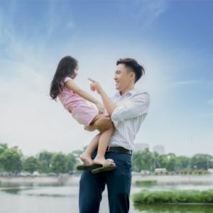 【学童保育】男性支援員が女子を抱っこしたりおんぶしたりするのはあり?なし?