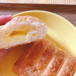 かまいたちおすすめのパンを食べる