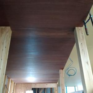ラワン合板は桃褐色にクリア塗装でぬれ色が好み そしてラワン合板多用のその後を追記