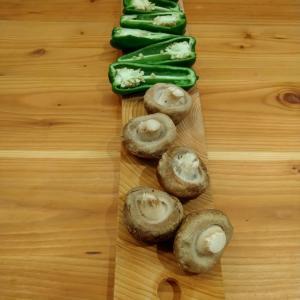 無心の単純作業をココロがもとめてつくったのは切り落としの檜カッティングボード所要時間10分