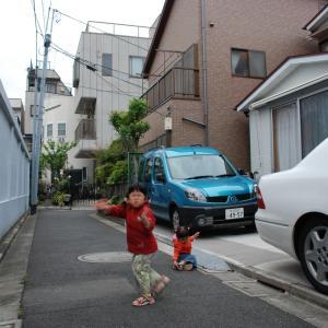 近隣の皆さまに見守られながらの私道は娘たちと近隣の子供たちのサイコーの遊び場