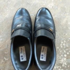 刑務所で作られた靴を買う