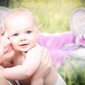 赤ちゃんの散髪。切るタイミングやどうやって切るのか