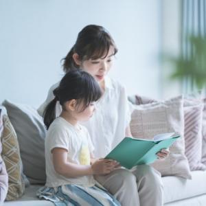 【絵本の読み聞かせ①】苦手なパパ・ママも無理なく楽しもう!読み聞かせの効果と学力につなげるコツ