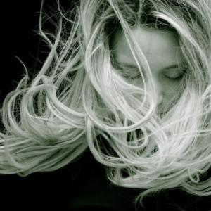 正しい白髪ケアの方法とは?白髪って抜いても良いの??