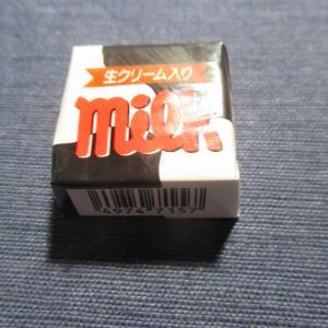 チロルチョコミルクを食らう!(チロルチョコ)
