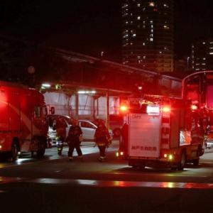 「手に負えなーい」。川崎重工の鉄道車両工場で火災。  [896590257]