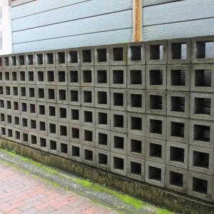 格子状なブロック塀