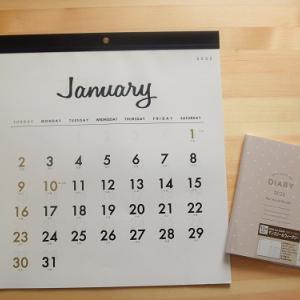 【セリア】2022年のカレンダーと手帳をお買い物。罫線なしカレンダーとコンパクトな手帳