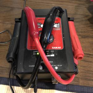 持ち運べる【小型バッテリー】車のバッテリー上がりに対応できます
