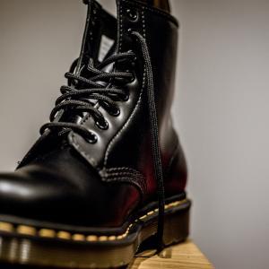 【ドクターマーチン8ホール】アキレス腱の靴擦れ。無料でできる完璧な対策を教えます!