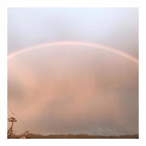 夕暮れに虹