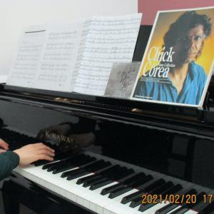 【動画】チックコリア氏の曲を練習している<おとなの生徒さん>のピアノレッスン