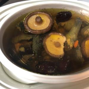 ベリーベリー、果物と薬膳スープ