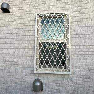窓に格子をつけました!