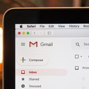 カラフルボックスのワードプレスの自動メール通知の設定変更方法